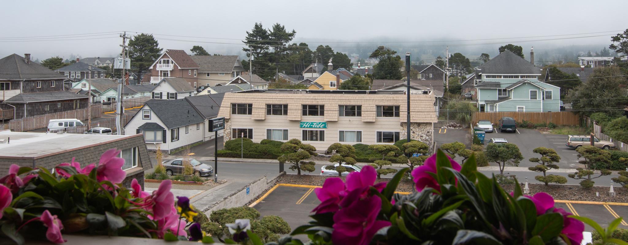 banner-Hi-Tide-Seaside-Hotel-Exterior-8
